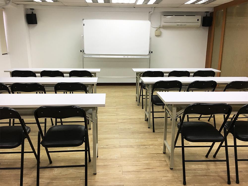 教育訓練、說明會、教室、講座、8張桌子、24人~30人坐位